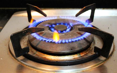 3,点火器不产生火花自然点火器的压电陶瓷正机不产生火花,使灶盘不能